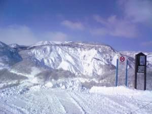 コルチナのリフト降り場から見た山(天気サイコー)