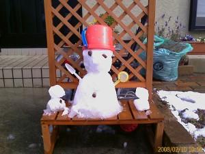 ちいさな雪だるま@玄関前